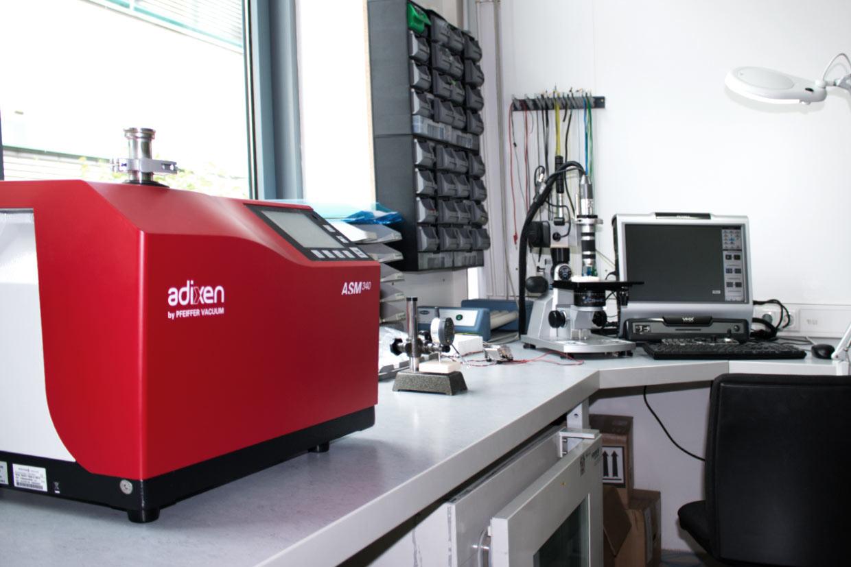 Helium leak tester, EL-CELL laboratory
