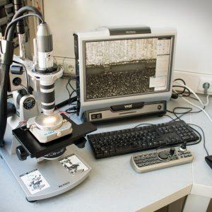 Test setup with ECC-Opto-SBS and Keyence VHX-700FD microscope