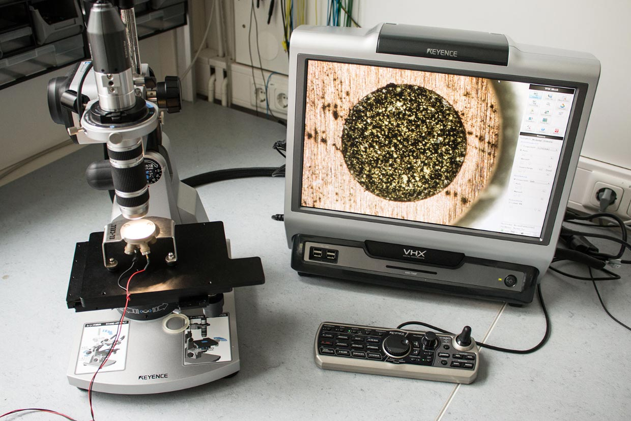 Test setup with ECC-Opto-Std and Keyence VHX-700FD microscope